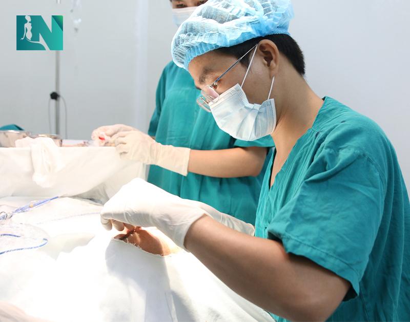 Trong hơn 10 năm hành nghề, Bác sĩ Lương Ngọc chỉ thực hiện phẫu thuật thẩm mỹ tại Bệnh viện đạt chuẩn