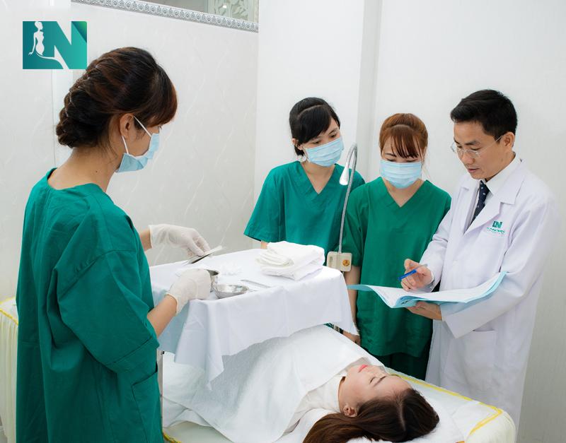 Lựa chọn Bác sĩ thẩm mỹ nhiều năm kinh nghiệm để tránh biến chứng không đáng có bạn nhé!